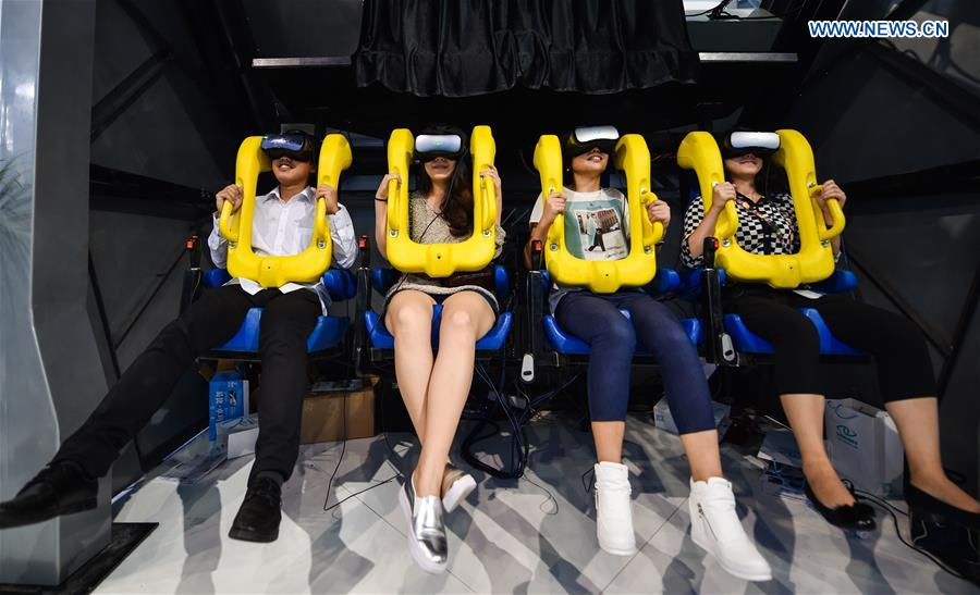 Feria Hi-Tech de China muestra dispositivos de realidad virtual