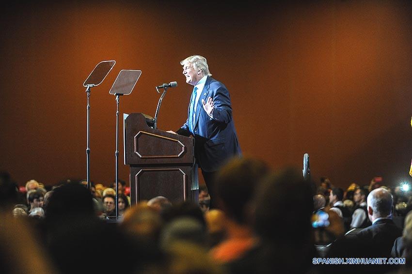 Clinton alerta en español no elegir a Trump como presidente