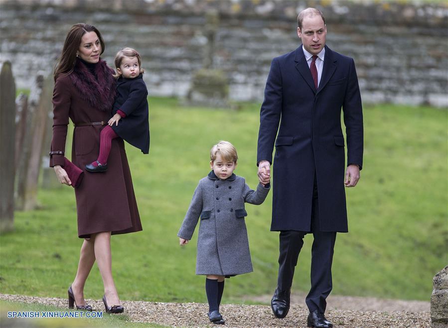 Reino Unido: Miembros de familia real acuden a misas de Navidad