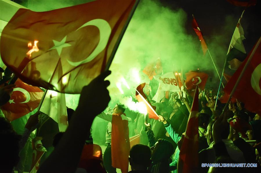 Presidente turco declara su victoria en referendo