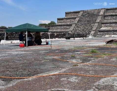 Descubren túnel debajo de la Pirámide de la Luna — Teotihuacán