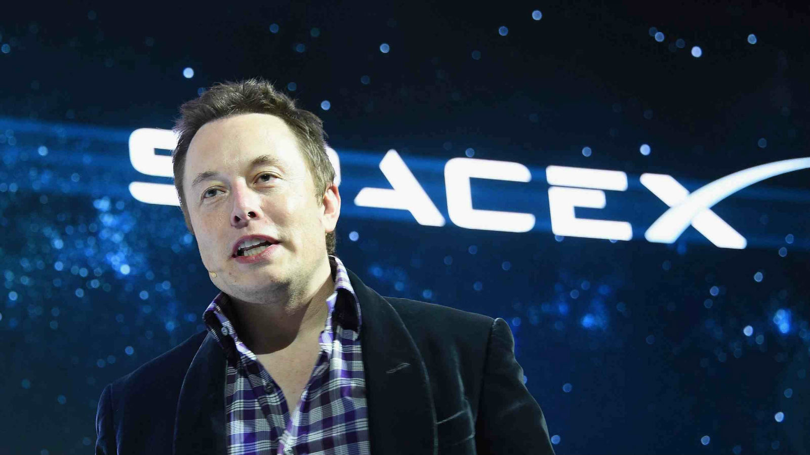 "CEO de SpaceX pone en su lugar a un usuario de Twitter que se burla de ""Made in China"""