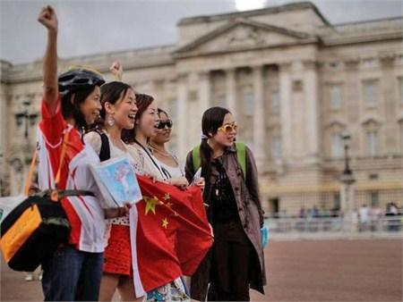 El espíritu viajero de los chinos hace un gran agujero en sus monederos