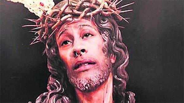 Multado por poner su cara en una imagen de Cristo