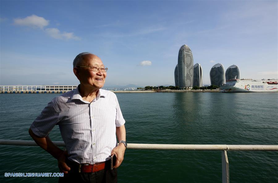 Investigador de 82 años realiza investigaciones de mar profundo en sumergible de fabricación nacional