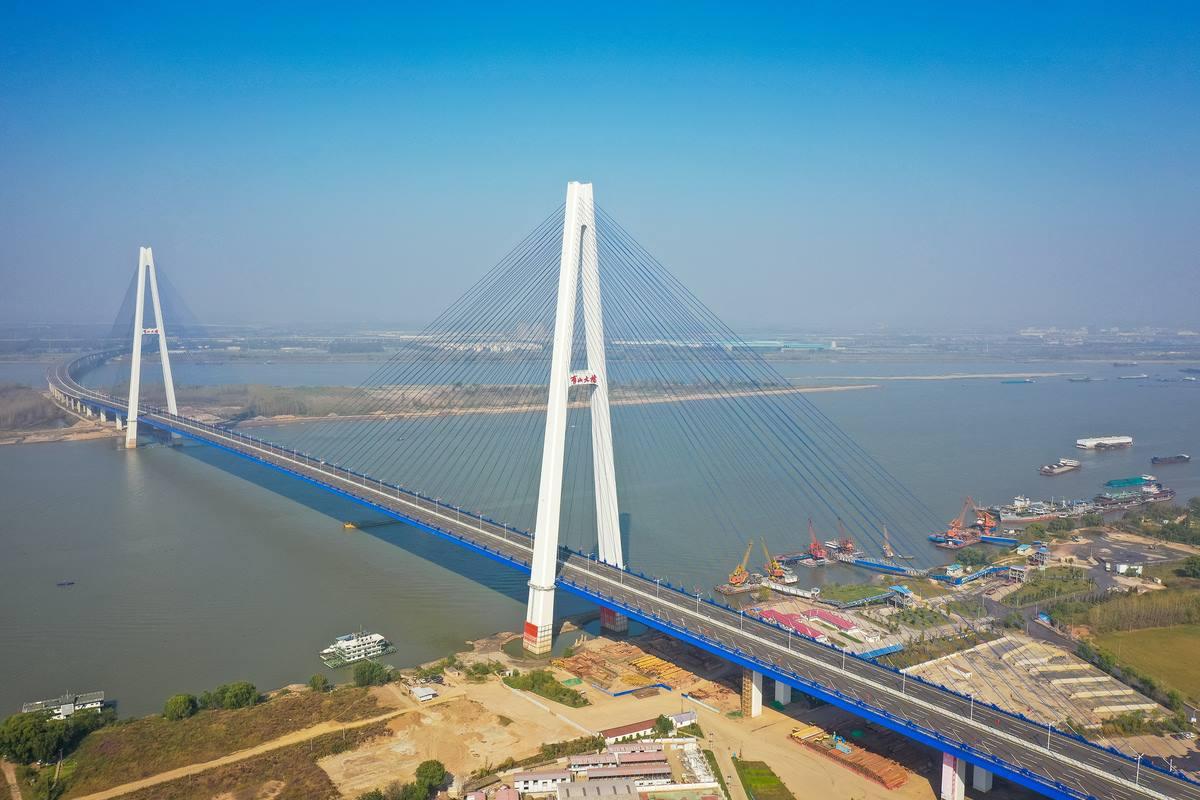 Nuevo puente Qingshan vigorizará desde Wuhan la economía portuaria del río Yangtsé