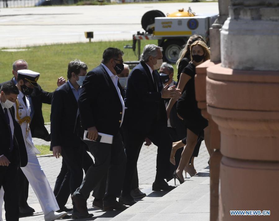 Presidente argentino despide a Maradona en Casa Rosada