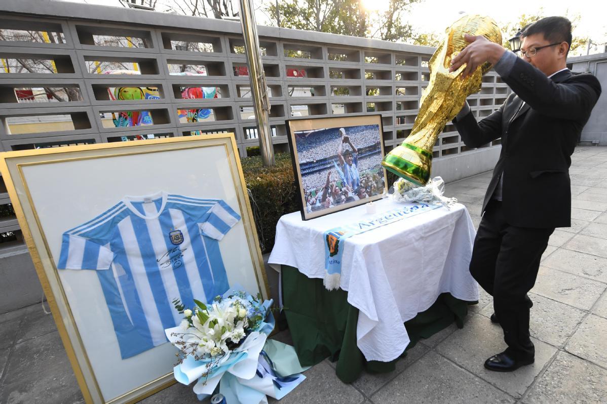 Aficionados chinos despiden a Maradona y comparten recuerdos