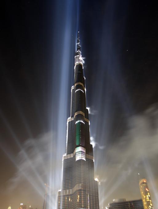 burj dubai de ms de metros de altura fue inaugurada hoy y es metros ms alta que la torre de taipei fue diseada por el arquitecto