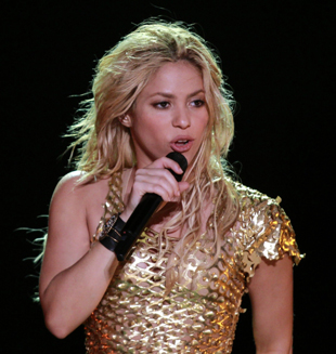 "Shakira llega a Chile para encabezar ""The Pop Festival"""