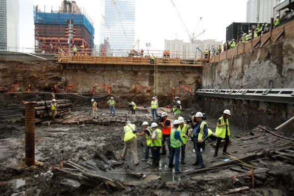 Hallan restos de barco antiguo en Ground Zero