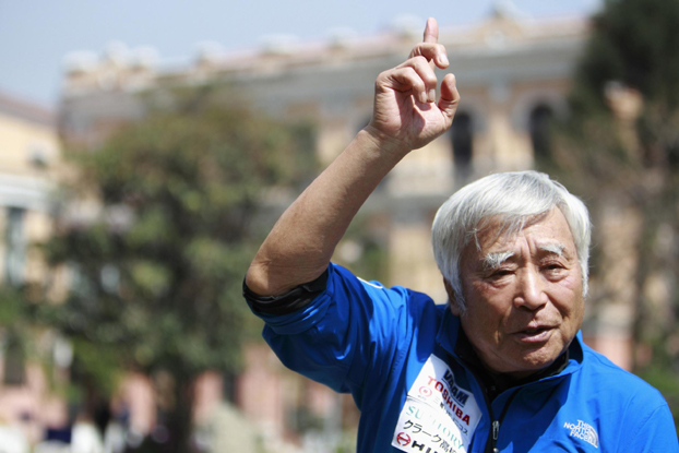 Escalador octogenario pretende batir récord en Everest