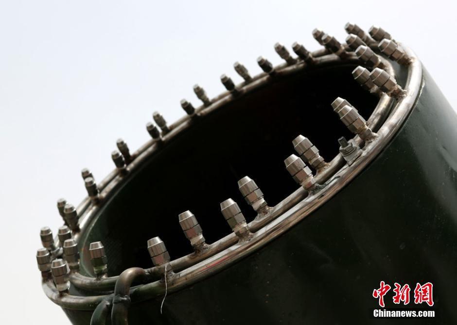 Gigantes aspersores de agua atraen a la gente en lanzhou 6 for Aspersores de agua para jardin